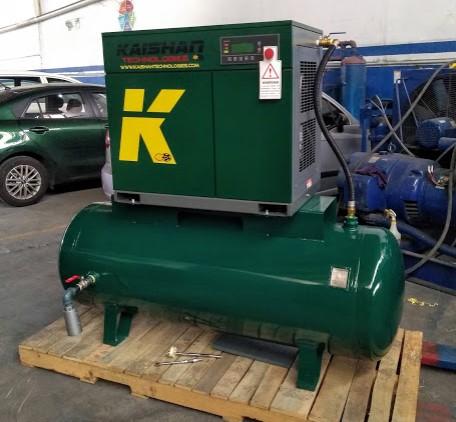 compresor ksc montado sobre tanque de 500 litros